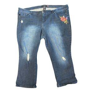Torrid distressed, embroidered jean capris